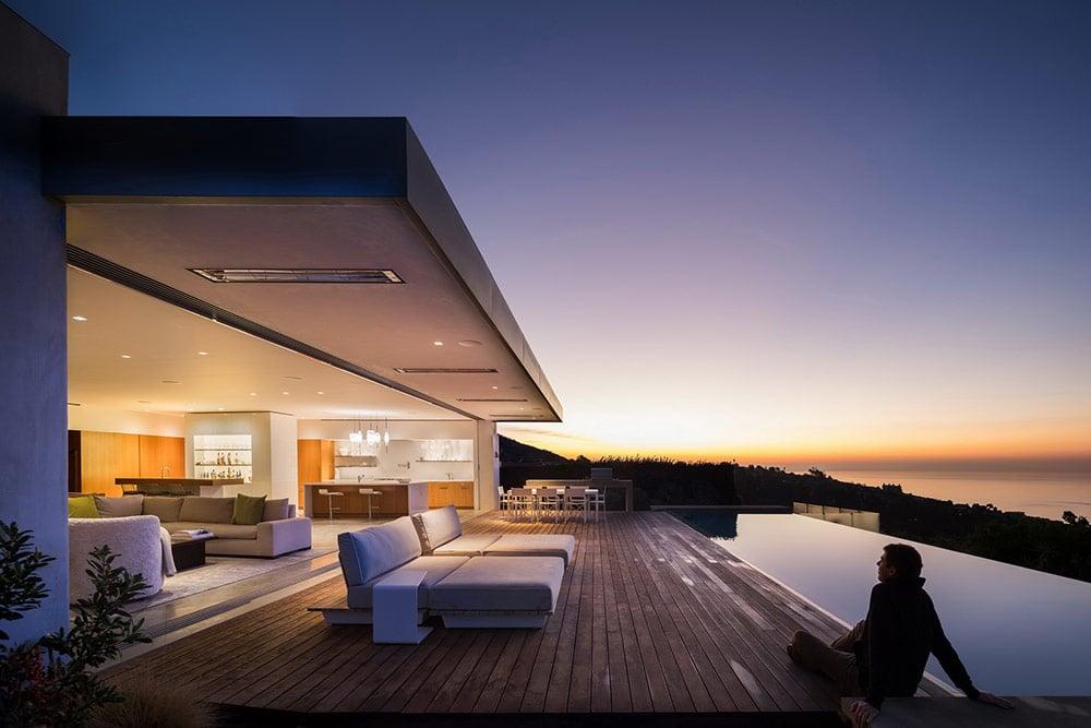 modern-beach-house-blue-sail