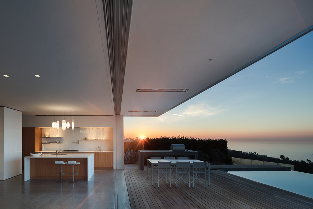Modern-beach-house-exterior-glass