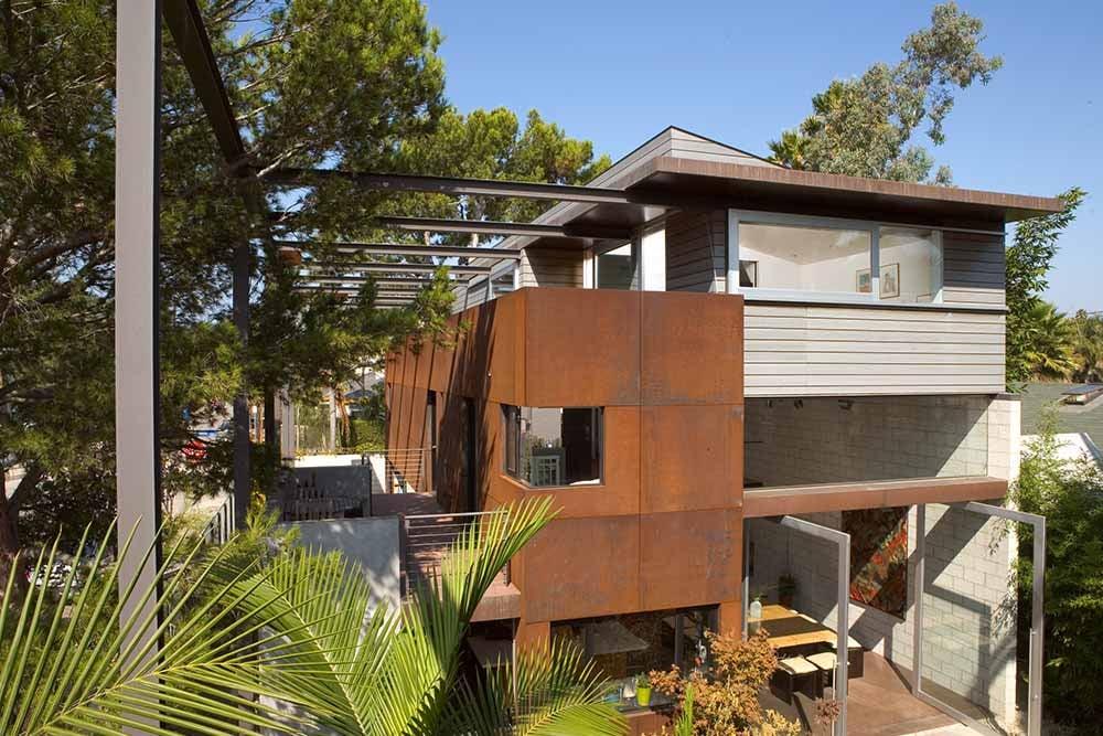 modern-beach-house-exterior-metal