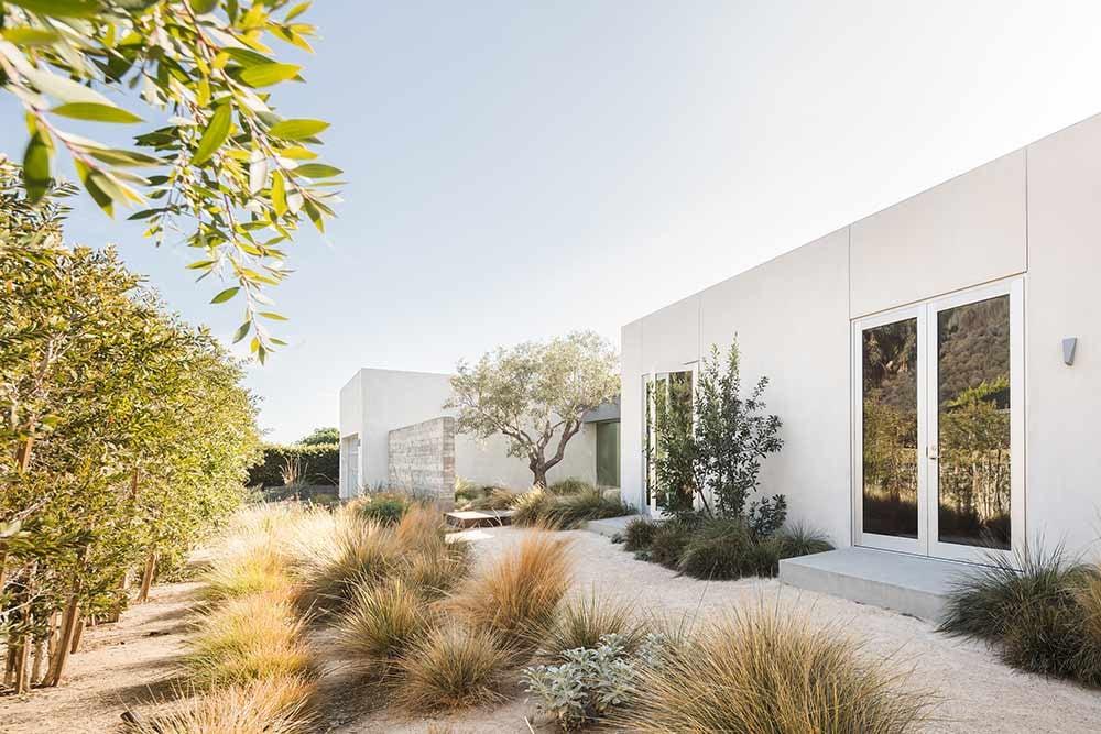modern-beach-house-exterior-plaster