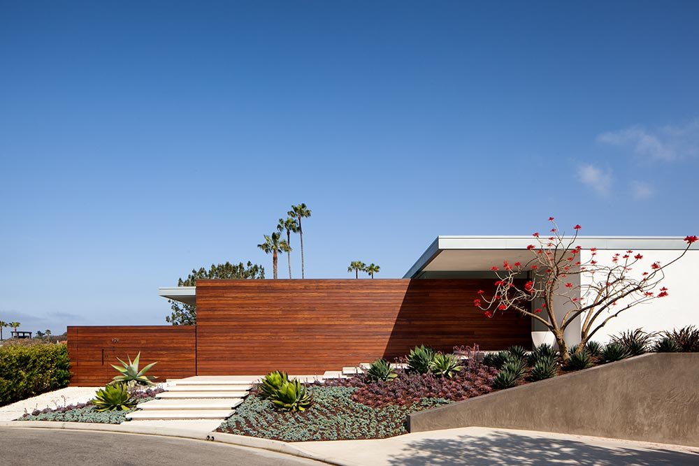 modern-beach-house-exterior-wood