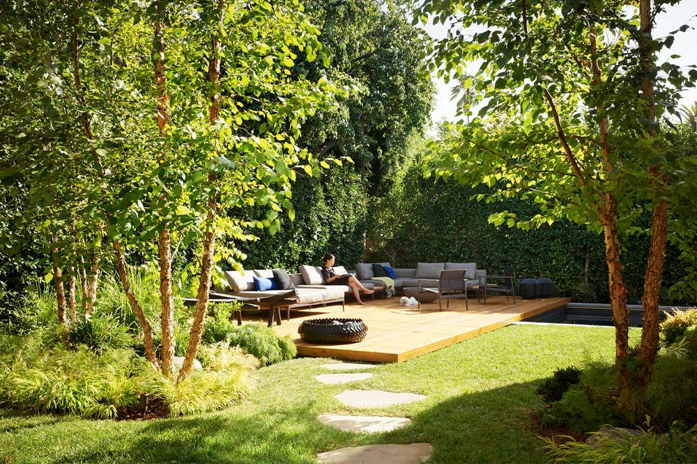 eyrc-19th-street-residence-landscape-used-for-seclusion