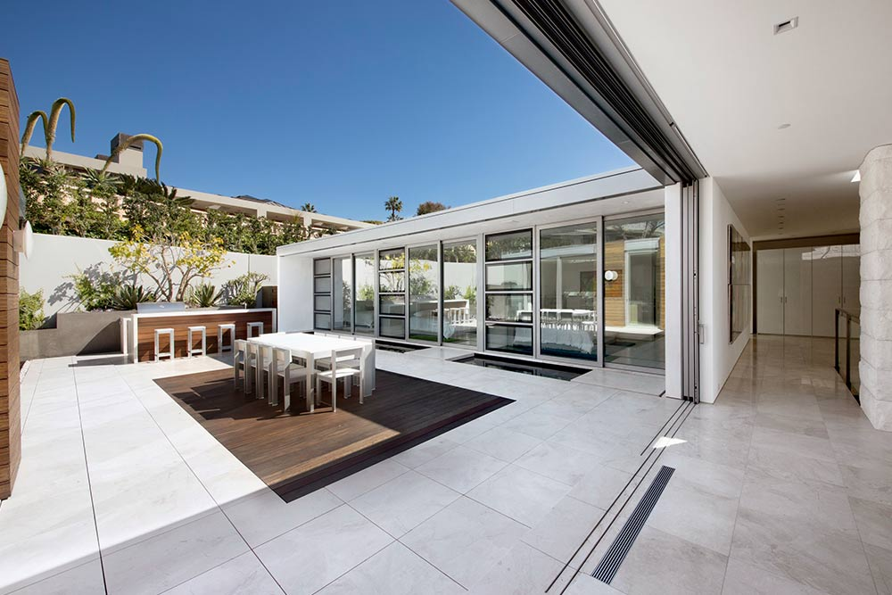 Modern-beach-house-interior-design-for-privacy