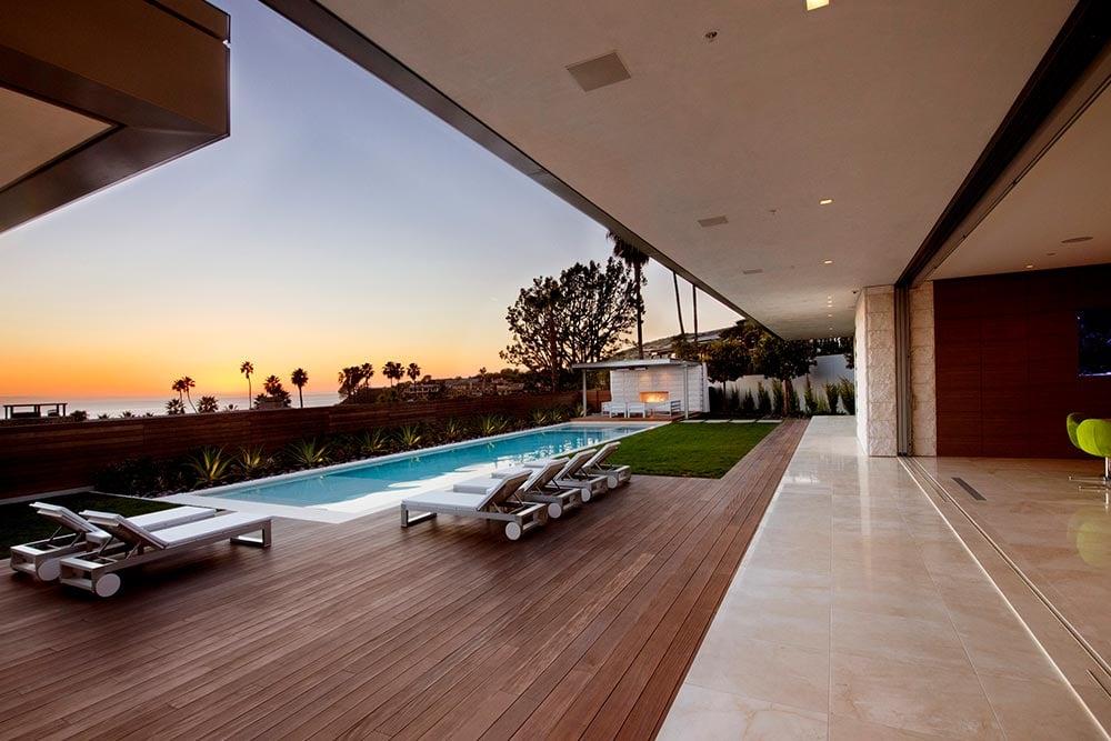 Modern-beach-house-interior-materials