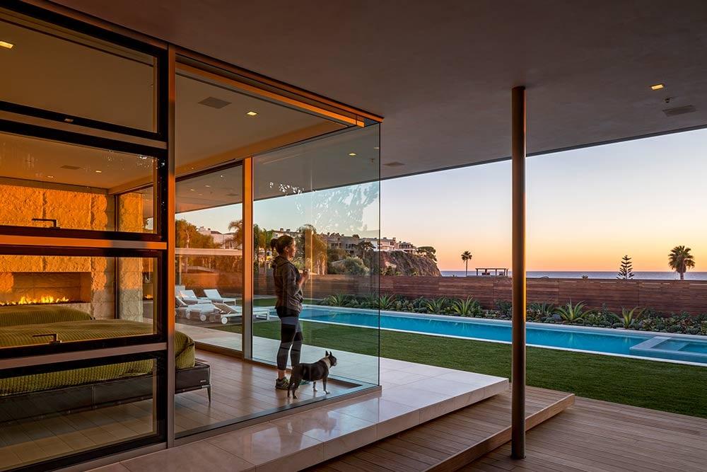 Modern-beach-house-interior-view-placement