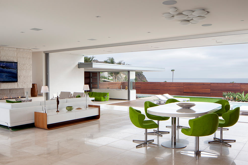 Modern-beach-house-interior-with-patio