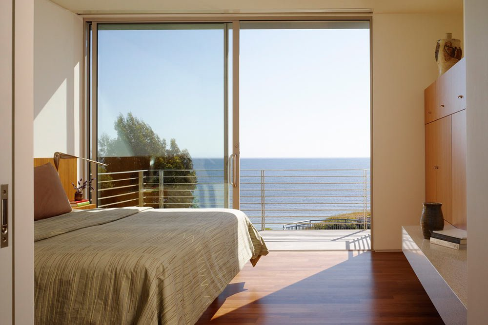 Modern-beach-house-interior-wood