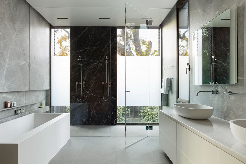 spa-bathroom-ideas-frosted-glass-for-privacy-eyrc-waverley