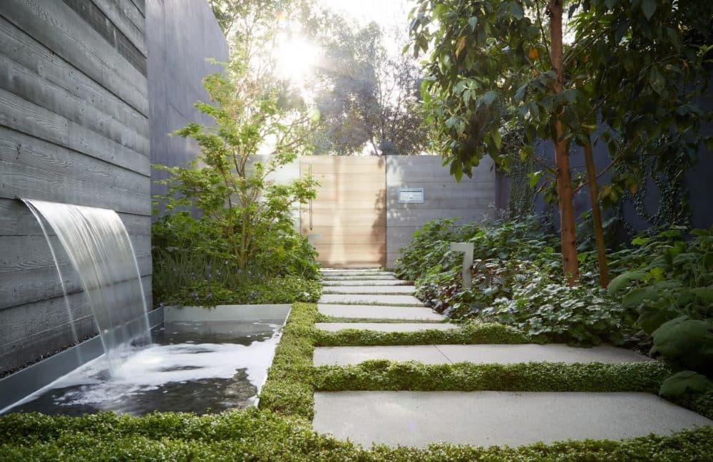 EYRC Architects Crescent Drive Residence Courtyard